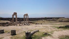 Sonnige Ansicht von alten Ruinen von altem Hierapolis nahe Pamukkale, Denizli-Provinz, die Türkei stockfotos