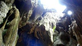 Sonnige glänzende Kalksteinhöhlenmagie lizenzfreies stockfoto