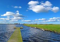 Sonnige Landschaft in Holland stockfotos