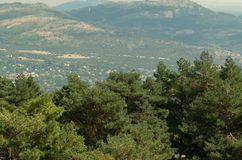 Sonnige Landschaft von der Spitze des Berges in Spanien stockbild