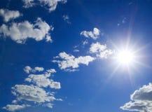 Sonniger Himmel Stockbild