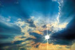 Sonniger Himmelhintergrund Lizenzfreie Stockbilder