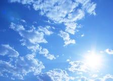 Sonniger Himmelhintergrund Lizenzfreies Stockbild