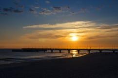 Sonniger Morgen auf dem Strand Lizenzfreies Stockfoto
