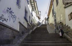 Sonniger Morgen in den Straßen von Cusco stockfotografie