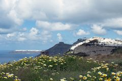 Sonniger Morgen des Sommers auf der Insel von Santorini, Griechenland stockfotografie