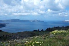 Sonniger Morgen des Sommers auf der Insel von Santorini, Griechenland stockbilder