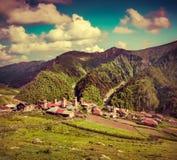Sonniger Morgen des Sommers im Dorf Adishi Lizenzfreie Stockfotografie