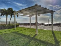 Sonniger Nachmittag am Strand Stockfoto