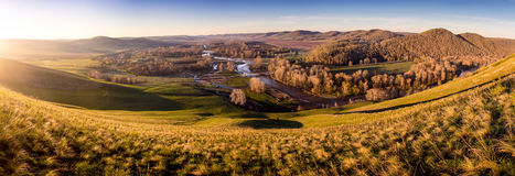 Sonniger River Valley Lizenzfreies Stockbild