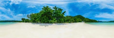 Sonniger Strand lizenzfreie stockfotos