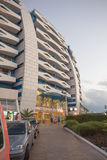 SONNIGER STRAND, BULGARIEN - 15. JUNI 2016: schicke Hotel Trakia-Piazza mit einem Swimmingpool auf Standort und bequeme Räume Stockfotos