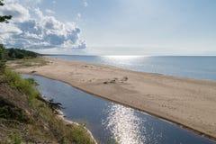 Sonniger Tag an auf dem Strand stockbilder