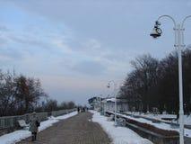 Sonniger Tag des Winters auf Strand in Ustka-Stadt Polen Stockbilder