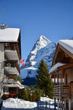 Sonniger Tag des Winters in den Bergen der Schweizer Alpen Stockbilder
