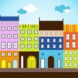 Sonniger Tag in farbiger Stadt Stockfotos