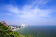Sonniger Tag an Hua Hin-Strand Lizenzfreie Stockfotos