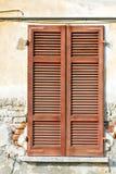 Sonniger Tag Italiens roter Fenster varano I Paläste venetianisch Lizenzfreie Stockfotos
