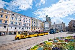 Sonniger Tag mit schöner Aussicht in der alten Stadt von Linz, Österreich Lizenzfreie Stockbilder