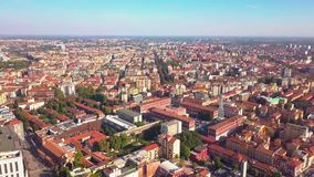 Sonniger Tages-Mailand-Stadtbildluftpanorama 4k Italien stock footage