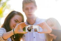Sonniger Tageshelle Freundschaft Lizenzfreies Stockfoto