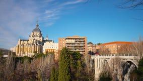 Sonniger Tagmadrids almudena Zeitspanne des Kathedralenblockpanoramas 4k Spanien stock video footage