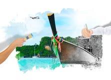 Sonniger tropischer Strand auf der Insel Lizenzfreie Stockfotos