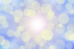 Sonniges bokeh auf blauem Himmel Lizenzfreies Stockfoto