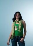 Sonniges Mädchen mit Schal. provozierend Stockbilder