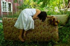 Sonno abbandonato della ragazza Immagini Stock Libere da Diritti