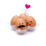 Sonno con le uova marroni di felicità Fotografia Stock