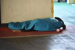 Sonno del senzatetto ruvido Fotografie Stock