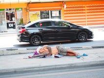 Sonno dell'indigente fotografie stock
