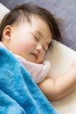 Sonno piccolo del bambino immagine stock