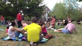 Sonntag Jazz Concert auf dem Rasen stock video footage