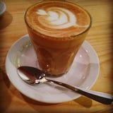 Sonntags-Latte Lizenzfreie Stockfotografie