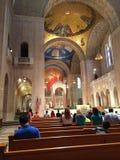Sonntags-Masse an der Basilika des Nationalheiligtums Lizenzfreie Stockfotografie