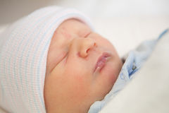 Sono do infante recém-nascido imagem de stock royalty free