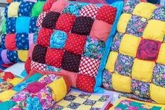 Sono i cuscini, i potholders, involucri sono fatti a mano Immagine Stock