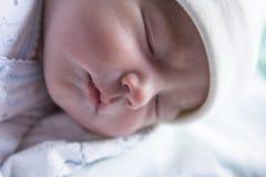 Sono pouco bebê dias de idade recém-nascido foto de stock