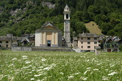 Sonogno村庄在Verzasca谷的 库存照片