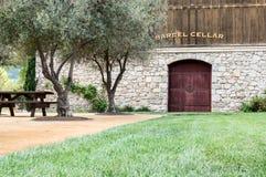 葡萄酒桶地窖 库存图片