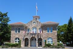 SONOMA, CALOFORNIA/USA - 6 AUGUSTUS: Het Stadhuis in Sonoma Cali stock foto's