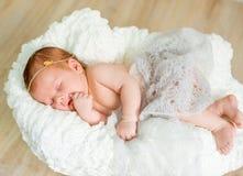 Sonos recém-nascidos bonitos do bebê Fotografia de Stock