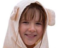 Sonriendo diez años de la muchacha en una albornoz Foto de archivo libre de regalías