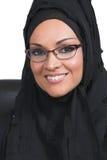Sonrisa árabe joven hermosa de la mujer Foto de archivo libre de regalías