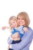 Sonrisa abrazando la mama y a la hija Foto de archivo