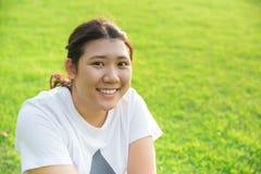 Sonrisa adolescente asiática linda con los buenos dientes sanos Fotografía de archivo libre de regalías