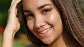 Sonrisa adolescente bastante femenino Fotos de archivo