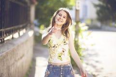 Sonrisa adolescente de la moda Imagen de archivo libre de regalías
